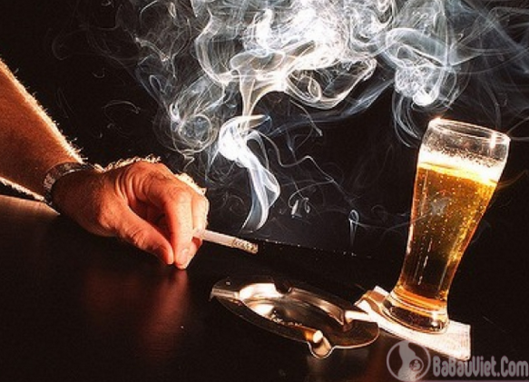 Rượu bia và thuốc là lá sát thủ số 1 gây giảm lượng tinh trùng ở đàn ông