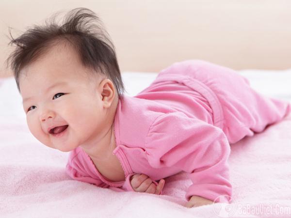 Khả năng vận động của trẻ 2 tháng tuổi như thế nào?