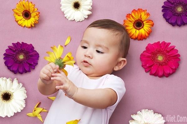 Trí tuệ của trẻ 2 tháng tuổi: trẻ biết làm gì rồi?